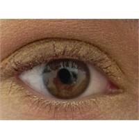 Altın Tengi Göz Makyajı