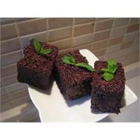Çikolata Soslu Kağıt Kek