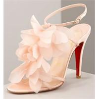 Pembe Ayakkabılar