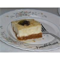 Beyaz Çikolata Soslu Etimek Tatlısı