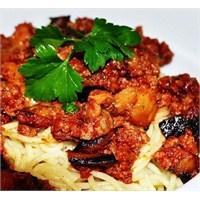 Kıymalı Patlıcanlı Spagetti Tarifi
