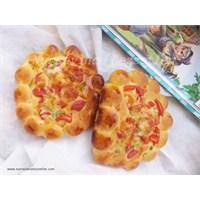 Evde Çiçek Çiçek Pizza Yapımı