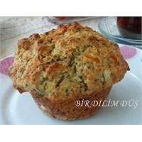 Lor Peynirli Ve Fesleğenli Muffin