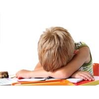 Ders Çalışmak İstemeyen Çocuğa Nasıl Davranmalıyız