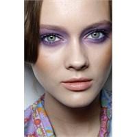 Lila Makyaj İçin Göz Farı