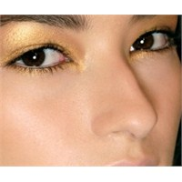 Metalik Göz Makyajı Nasıl Yapılır?