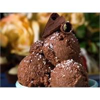 Çikolatalı Dondurma Tarifi Buyrun