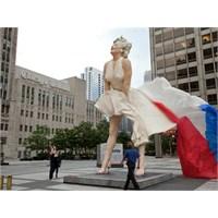 Marilyn Monroe Heykeli