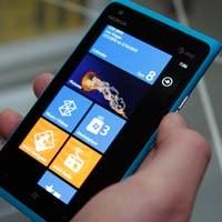 Nokia Lumia 900'ün Fiyatı Yarı Yarıya Düştü