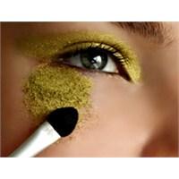 Göz Makyajının Minik Hileleri