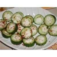 Kolay Peynirli Salatalık