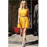 Sarı Elbiseler