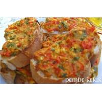 Fırında Domatesli Fesleğenli Peynir