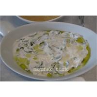' Yoğurtlu Semizotu Salatası'
