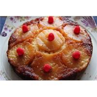 Karamelize Edilmiş Ananaslı Ve Kremalı Kek