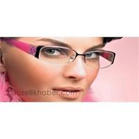 Gözlük Kullanan Kadınlara Makyaj Hileleri