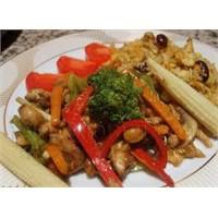 Farklı Lezzetlerden Çin Usulü Sebzeli Tavuk