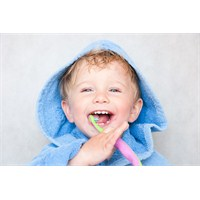 Çocuğun İlk Diş Kontrolü Ne Zaman Ve Nasıl Yapılma
