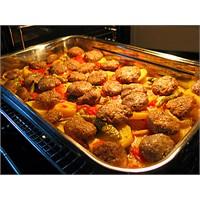 Fırında Köfte Ve Patates Yemeği