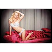 Pamela Anderson...43 Yaşinda Çamaşir Mankeni !...