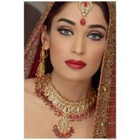 Hint Kadınları Takıları Büyüleyici Makyajıyla