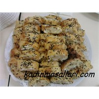 Peynirli Kol Böreği (Çarşaf Böreği)