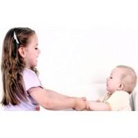 Çocuklarda Kardeş Kıskançlığı Nasıl Önlenir !