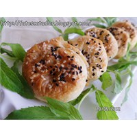 Lor Peynirli Gül Böreği