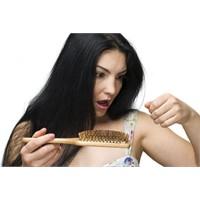 Kadınlarda Saç Dökülmesinin Sebepleri Nelerdir?