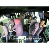 Otobüs Arızasını Bomba Zanneden Milletimiz