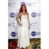 Rihanna Beyazlar İçinde