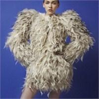 Sıra Dışı Elbiseler Ve Serkan Cura Tasarımları