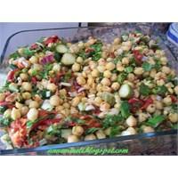 Karışık Sebzeli Nohut Salatası