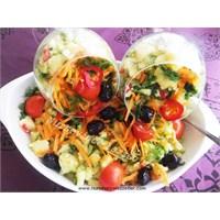 Renkli Klasik Patates Salatası