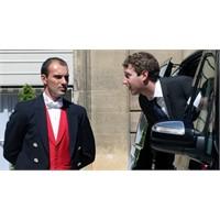 Zuckerberg 3. Kez Takım Elbiseyle !