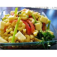 Otlu Makarna Salatası