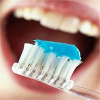 Sağlikli Dişler İçin 8 Öneri