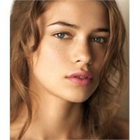 Yağlı Ciltler İçin Makyaj Ve Bakım Önerileri