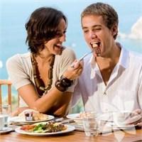 Dışarıda Yemek Yenirken Yapılan 7 Hata!
