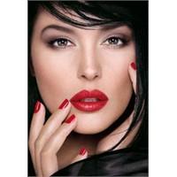 Bu Kışın Makyaj Trendi: Kırmızı Ruj