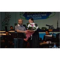 Beylikdüzü Halkına Ebru Yaşar Müzik Ziyafeti Verdi