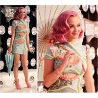 Katy Perry'nin Versace Elbisesi