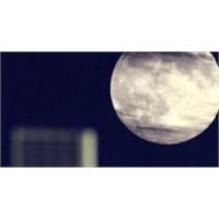 Ay Neden Parlıyor ?