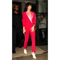 Rihanna Modasıyla Ve Elbiseleriyle Büyülüyor!