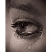 """Niçin Ağlıyorsun ?""""- """"Çünkü Ben Kadınım"""""""