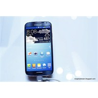 Karşınızda Buz Mavisi Rengiyle Galaxy S4