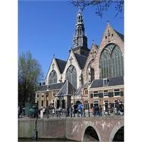 Amsterdam Gezilecek Yerler - Oude Kerk