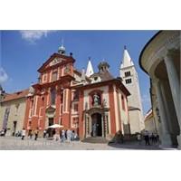 Prag'daki En Eski Kilise - St Georges Bazilikası