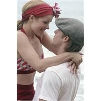 Erkek Aşıksa Sevgilisinin Seçtiği Filmi İzliyor