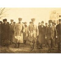 Atatürk'ün Sen Ne Diyorsun Azarı